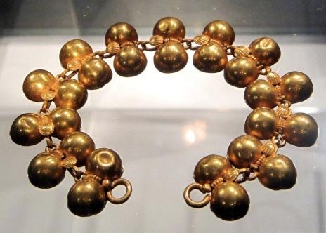 shells bracelet.jpg